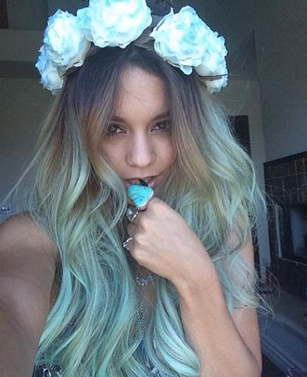Vanessa-Hudgens-Ombre-Hair-Floral-Headban